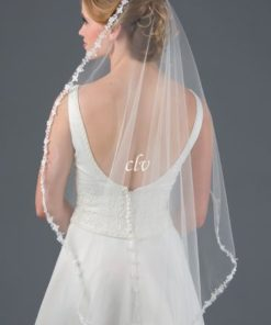 fingertip veil with floral lace pattern edge